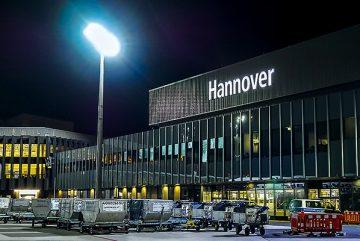 Airport-Beleuchtung-Erneuerung-Schriftzüge