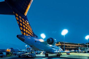 Nachtflug-fliegen in der Nacht-Hannover Nachtflughafen