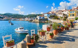 Samos-Griechenland-Bucht-Meer-Dorf