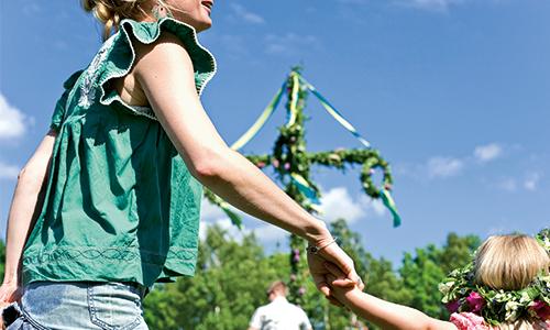 Fest-Mitsommer-Park-Familie-Tanz-Spaß