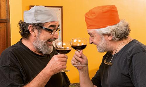 Wein-trinken-Weinverkostung-Weingenuss-Anstoßen