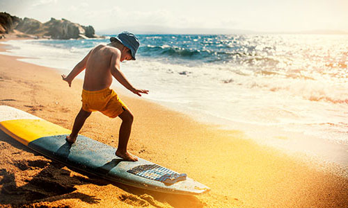 Surfen-kinder-Strand-Samos