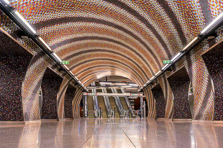 boulevard-hannover-airport-budapest-tram-station-tunnel-bunt
